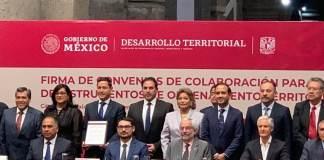 En el marco de la Firma de los Convenios de Colaboración para la Elaboración de Instrumentos de Ordenamiento Territorial, realizado en el Palacio de Minería de la Ciudad de México, el presidente municipal de Veracruz, Fernando Yunes Márquez gestionó alrededor de 500 millones de pesos para el beneficio del municipio.