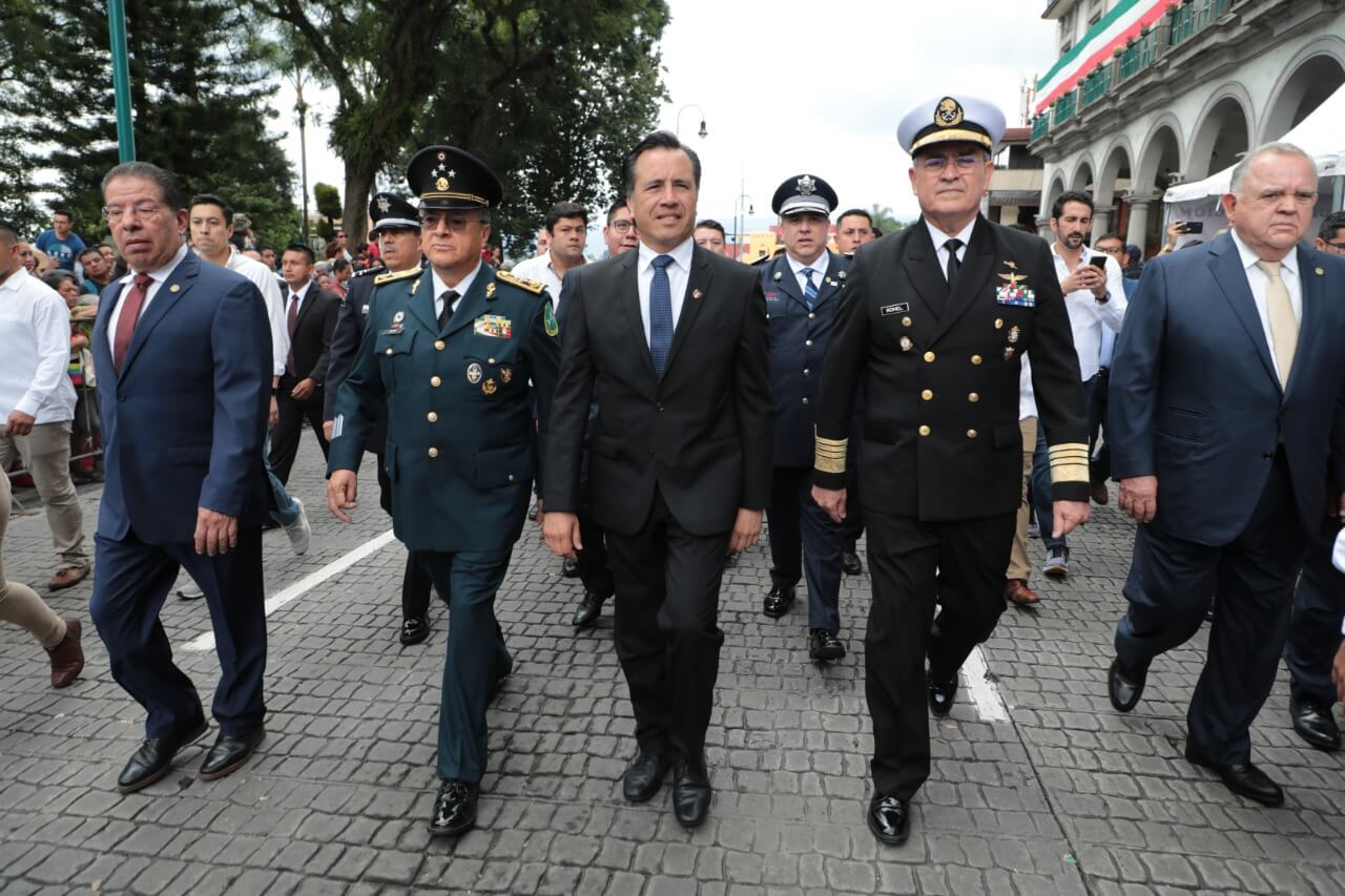 El Gobernador del Estado, Cuitláhuac García Jiménez encabezó este lunes, el desfile conmemorativo del 209 aniversario por el inicio de la Independencia de México; en un ambiente de paz y tranquilidad con saldo blanco durante su desarrollo.
