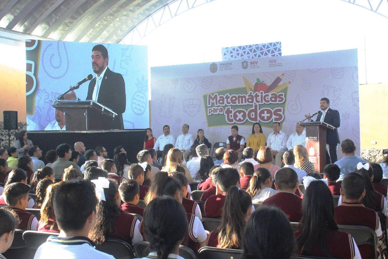 """La Secretaría de Educación de Veracruz (SEV) presentó el programa """"Matemáticas para Todos"""", enfocado en fortalecer la profesionalización de docentes de secundarias, técnicas y telesecundarias, con el fin de mejorar las enseñanzas educativas en clases, elevando el nivel de aprendizaje de alumnas y alumnos."""