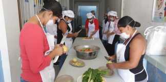 """La Secretaría de Educación de Veracruz (SEV) entregó 13 paquetes de apoyo (de un total de 341 distribuidos en el estado) en el inicio de las jornadas de capacitación 2019 """"Nutriendo con sazón"""", para el Servicio de Alimentación del Programa Escuelas de Tiempo Completo."""