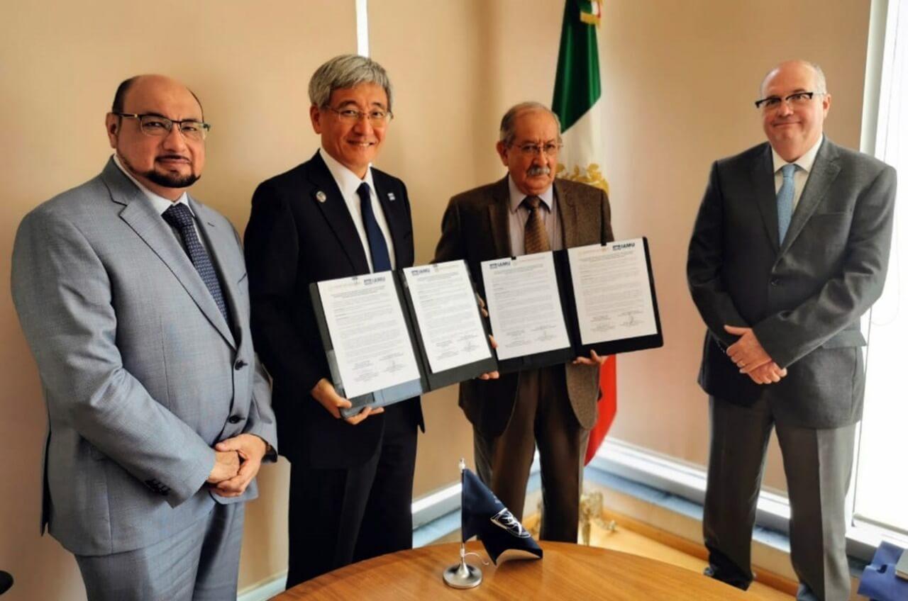 La Secretaría de Comunicaciones y Trasportes (SCT), a través de la Coordinación General de Puertos y Marina Mercante y el Fideicomiso de Formación y Capacitación del Personal de la Marina Mercante Nacional (FIDENA), firmó con la Asociación Internacional de Universidades Marítimas (IAMU) una carta de intención para fomentar el desarrollo de la Educación Náutica Mercante en México.
