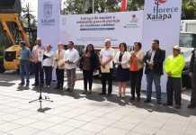 Durante la entrega de equipamiento y vehículos para el manejo de residuos sólidos, el alcalde Hipólito Rodríguez Herrero, reveló que la empresa Veolia se fue de Xalapa.