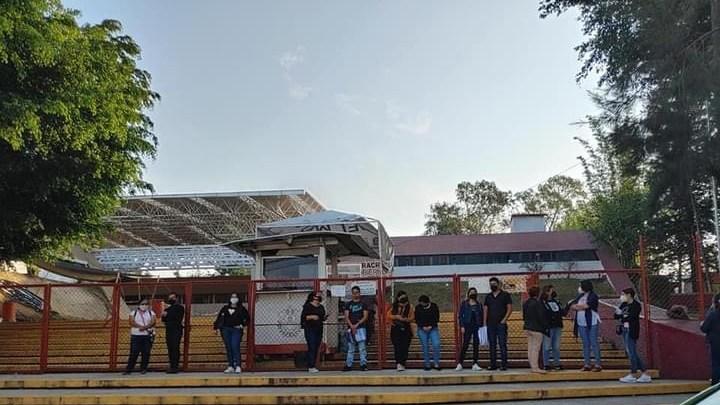 Egresados normalistas demanda a la SEV plazas.