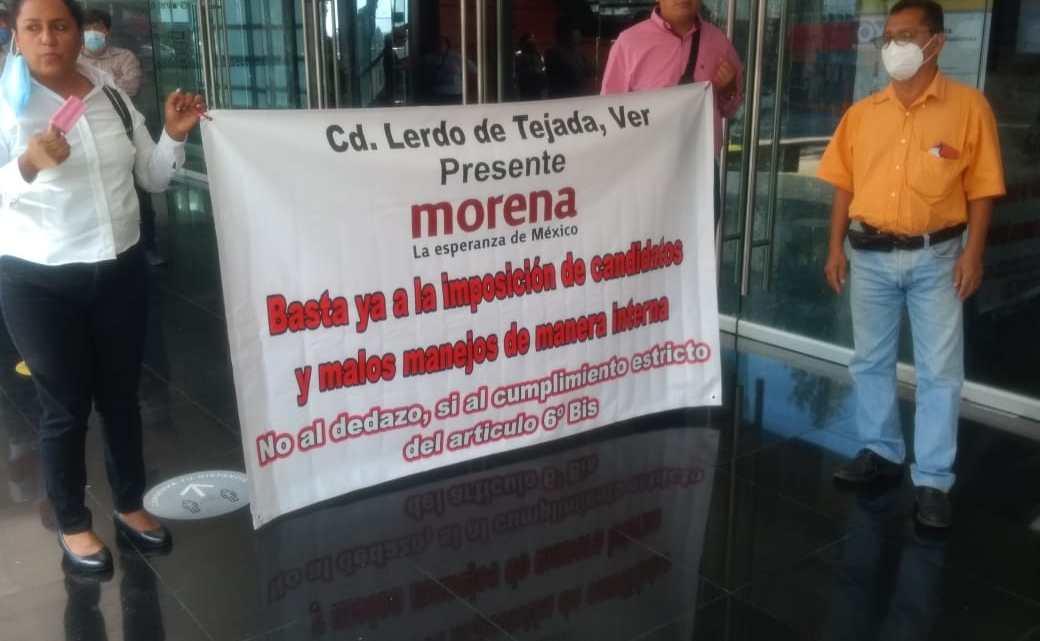 Protestan morenistas por imposición de candidatos.