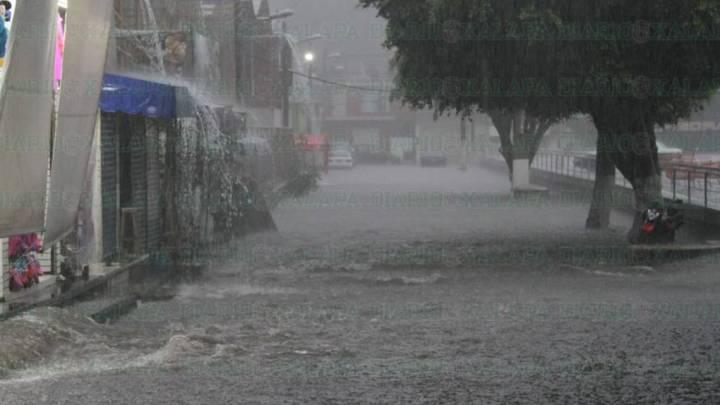 Fuerte lluvia azotó Xalapa, diversas zonas sufrieron daños