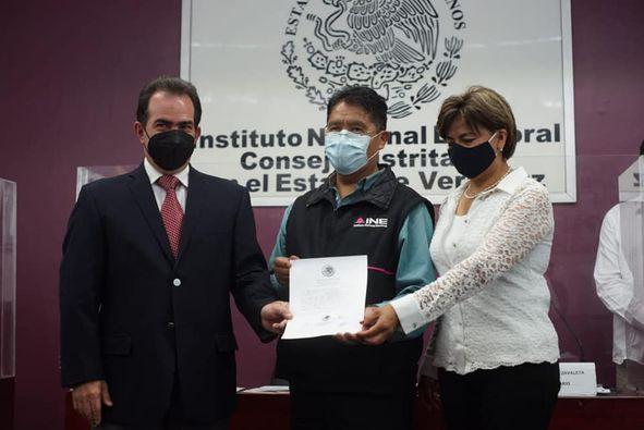 """Recibió """"Constancia de Mayoría"""" a la diputación por Coatepec José Yunes"""