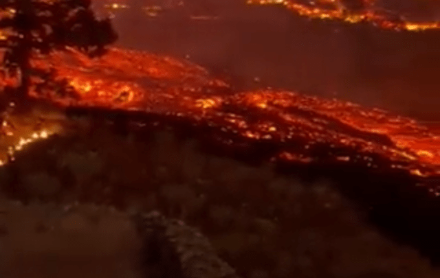 Espectacular nacimiento de volcán en Isla Canarias