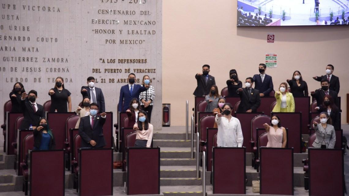 Sesionan integrantes del Parlamento de la Juventud Veracruzana