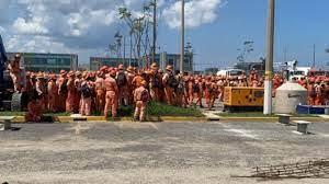 """Cinco mil trabajadores paralizan refinería de """"Dos Bocas"""" en Tabasco"""