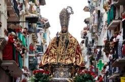 holy procession, (source: por solea)