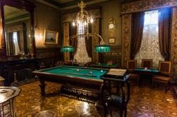 Braun-Menéndez Mansion. Now this is a games room.