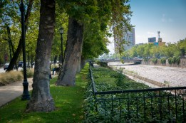 Park strip between Avenida Andres Bello and Rio Mapodcho