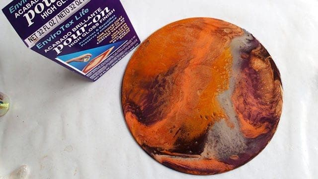 Resin with mica pigments on a vinyl LP record
