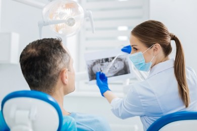 W jaki sposób można sobie poradzić z problemem zębów zatrzymanych