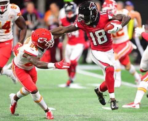 Calvin Ridley returns a kick