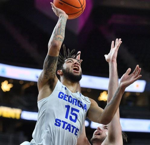 Marcus Simonds make a move to the basket