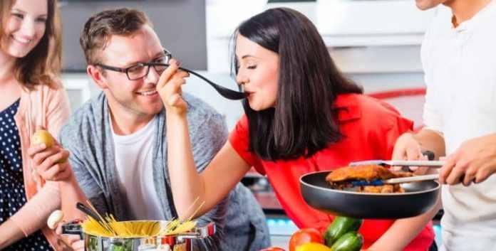 cocinar con amigos