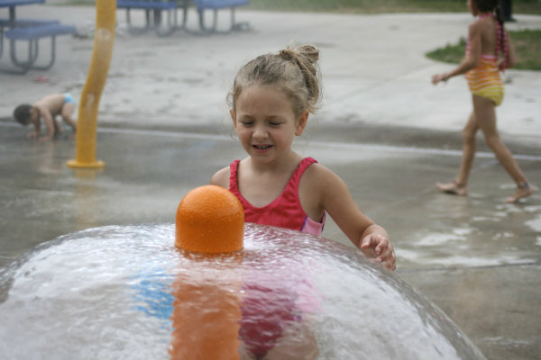 kids enjoy free water parks at several locations throughout the city of pittsburgh