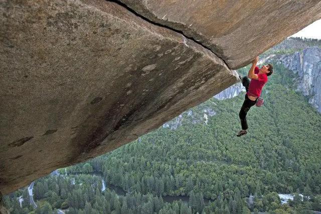 Norcal Man S Death Defying Climb Up El Capitan Captured In
