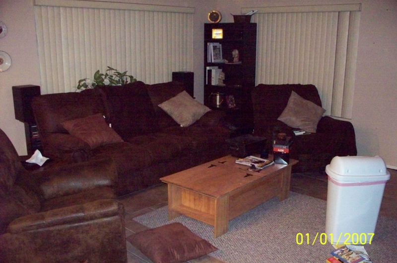 Home Staging: Family Room Before
