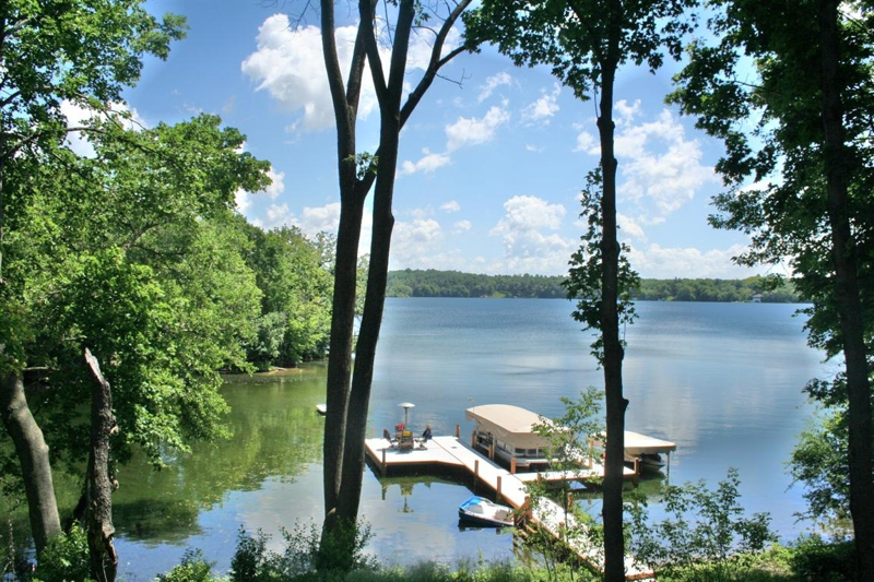 waukesha county lake homes, waukesha county lake property, lake homes for sale in waukesha county, waukesha county wisconisn, Lisa Bear, pine lake, oconomowoc lake, pewaukee lake, crooked lake, nagawicka lake, okauchee lake,