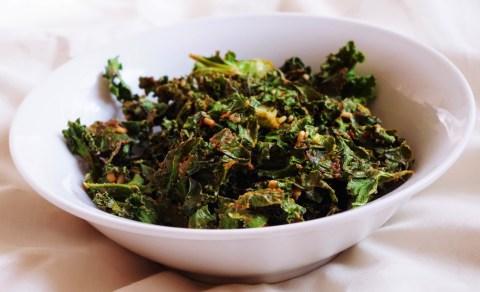 spicy peanut kale chip
