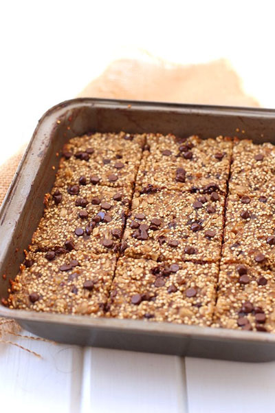 These are banana quinoa breakfast bars made by Active Vegetarian
