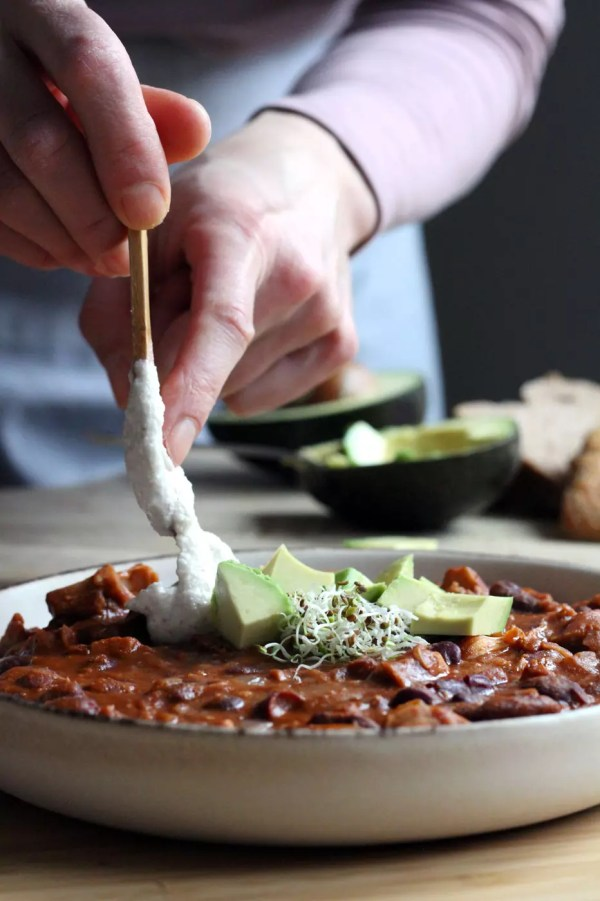 pulled jackfruit chili by active vegetarian