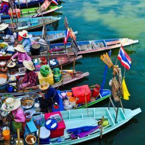 pływający targ niedaleko Bangkoku