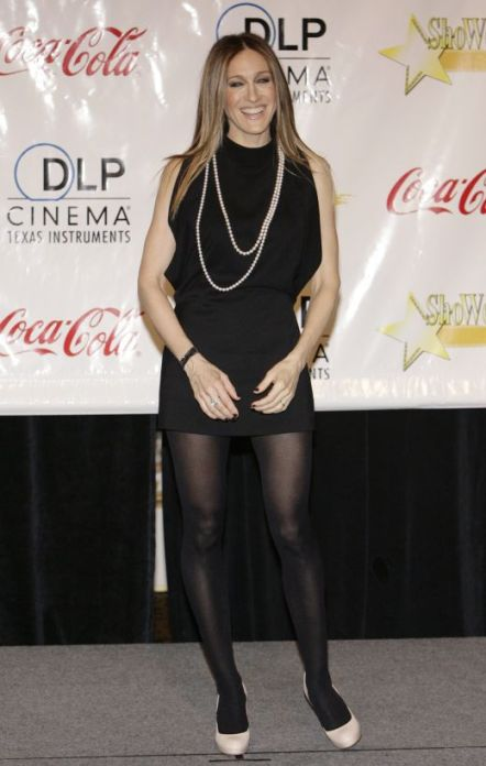 sarah-jessica-parker-black-pantyhose-and-white-heels