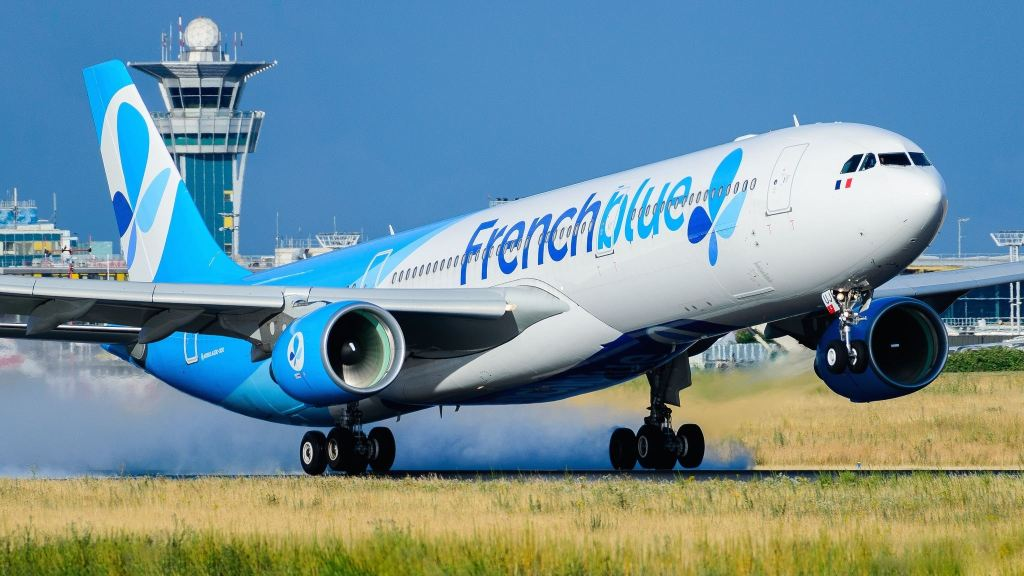 Airbus A330-323 French Blue F-HPUJ
