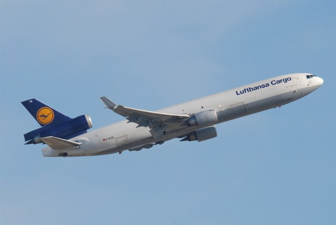 Envol d'un MD-11 Lufthansa cargo