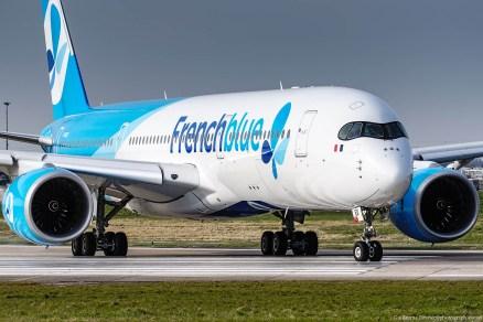 Le F-HREU, une photo bientôt collector. Cet A350 (le MSN5) aux couleurs de «Frenchblue» ne va pas garder sa robe longtemps car il va passer en «French Bee» (voir l'article /// Frenchblue change de nom et devient French bee)