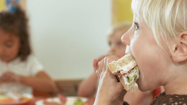 El 50% de los maestros del Reino Unido debe alimentar a alumnos hambrientos