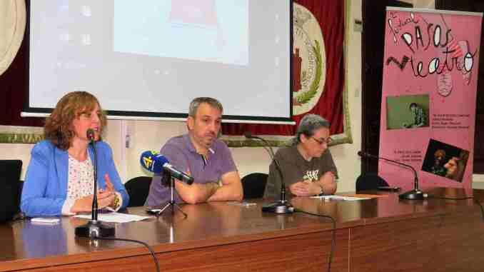 El Alcalde, Rafael Magdalena, la edil de Cultura, Tere Mateo, y Mafalda Bellido presentan a los medios el II Festival 2Pasos Teatro