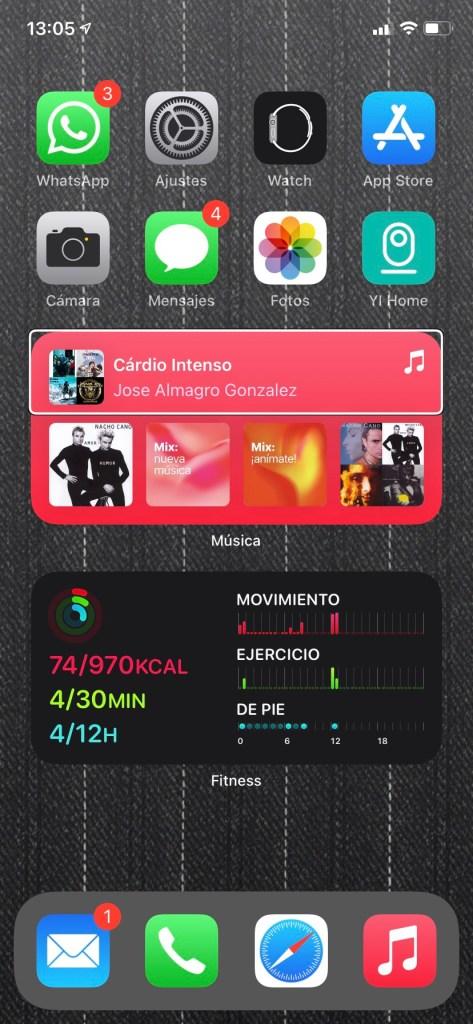 Captura de pantalla de un iphone con widgets en actualidad accesible