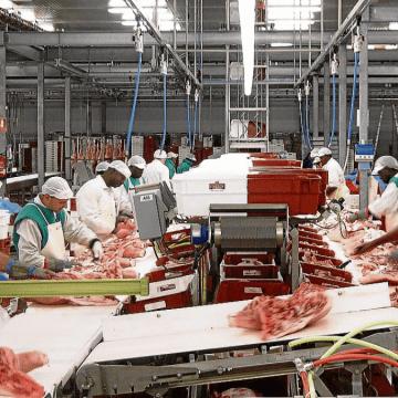 Diecisiete mataderos de vacuno, seis de aves y uno de porcino de Brasil aprobados para exportar a China