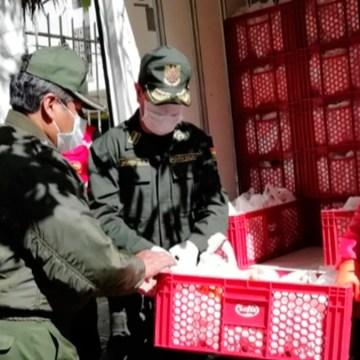 COVID-19 en Bolivia: empresa avícola dona 2.5 toneladas de pollo para la alimentación de los policías