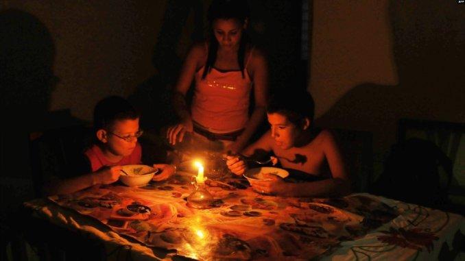 """Más apagones en Cuba: """"Nada justifica tanto abuso"""", reclaman a la Unión Nacional Eléctrica"""