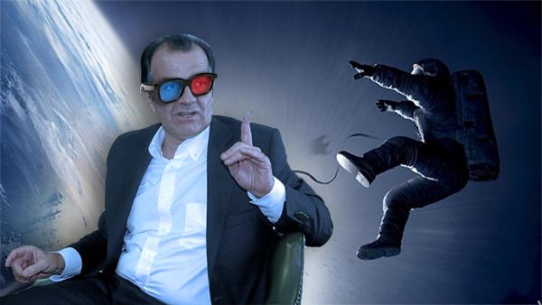 Óscar Iván Zuluaga, observando cuadro a cuadro los 91 minutos de la película.
