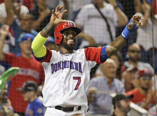 José Reyes (7) celebra tras anotar un carrera por la República Dominicana durante el segundo inning del juego contra Canadá en el Clásico Mundial de Béisbol, el jueves 9 de marzo de 2017, en Miami. (AP Foto/Lynne Sladky)