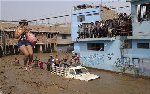 Hay lugares que soportan lluvias mayores que las que ocurrieron en 1982 y 1998. (Foto: AP /Martin Mejia)