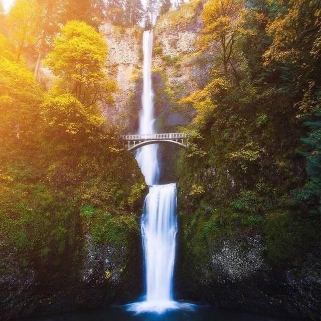 Multnomah Falls, en Oregon, capturé par le photographe @zeekyan