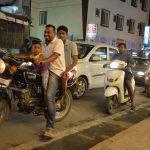 Indio-familia-en-moto