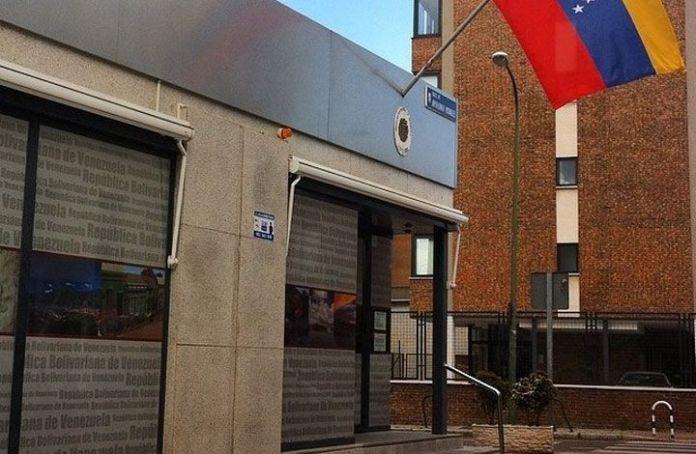 1.379 pensionados revalidaron en el consulado de Madrid