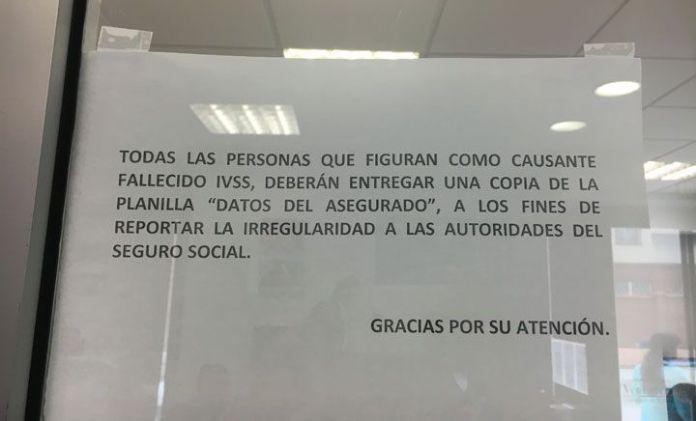 Cartel en consulado en Madrid