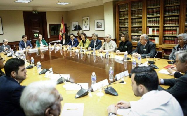 Oposición venezolana visita congreso español