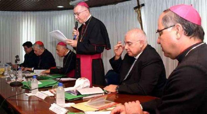 En medio de la crisis, el Papa convoca a los obispos