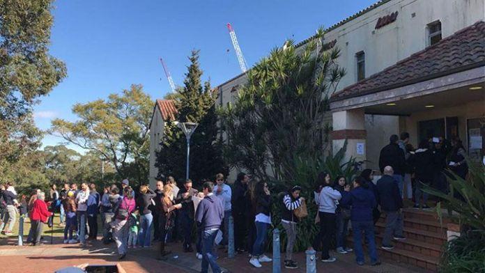 16J en Barcelona - Votación en masa a pesar del saboteo