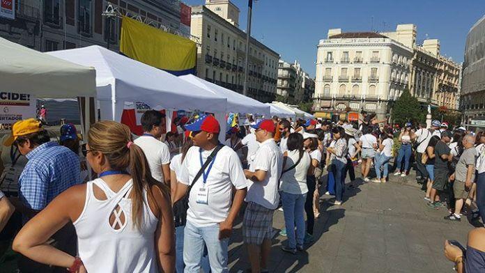 Cerca de tres mil venezolanos han votado en Madrid a las 11.00 am